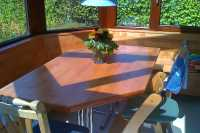 Eckbank und Tisch aus Ahorn gebeizt